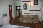 Продам в  г. Алушта мини-гостиницу низ ул. Октябрьской, общ.пл. 225 кв.м.,